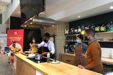 Préparation des 10 000 plats de Colombo de poulet, avec la recette du chef martiniquais Jérémie Jean-Baptiste, basé à Québec