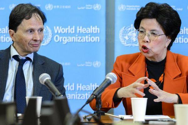 La directrice Margaret Chan et le professeur David L. Heymann, lors d'une conférence de presse lundi 1er février à Genève