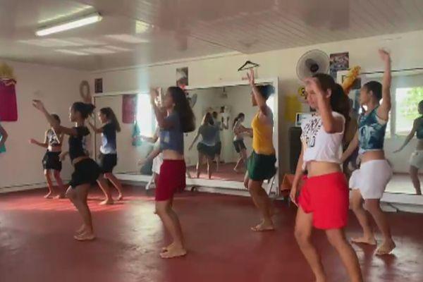 Les cours de danse reprennent, et c'est la vie qui reprend son cours à Bora Bora