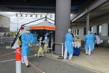 Une équipe vient de prendre en charge une patiente arrivant aux urgences du Médipôle, le 23 septembre.