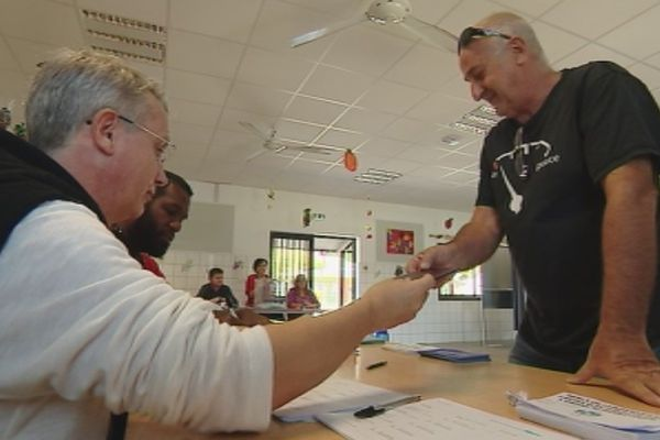 Vote deuxième second tour élections législatives école Risbec Nouméa (18 juin 2017)