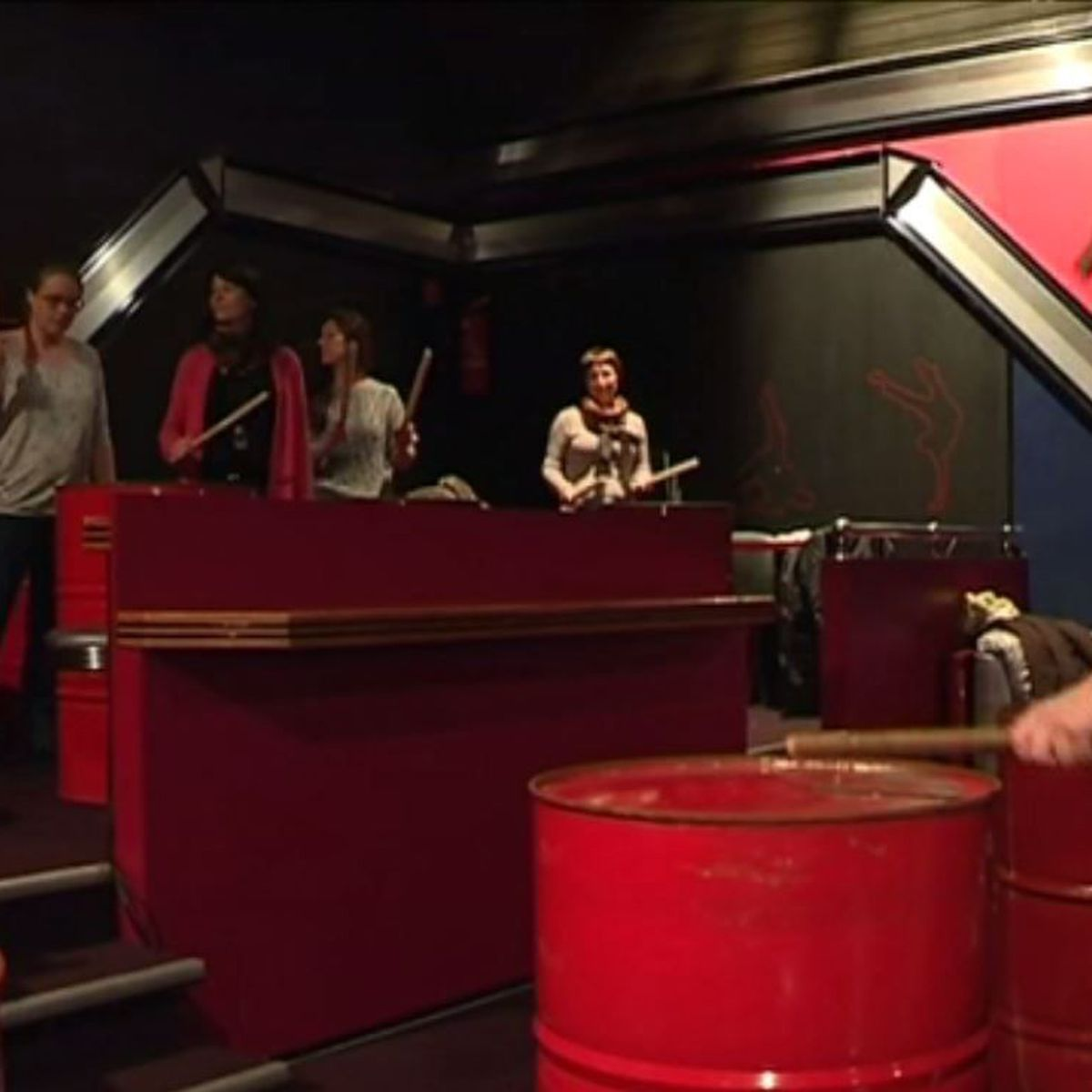 Un stage de percussions sur baril avec l'association Yellow Waves à Saint-Pierre