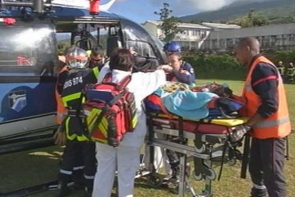 Chute d'un pont à Saint-Joseph / Evacuation hélicoptère