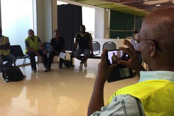 Gilets Jaunes préparent les ateliers Conseil Consultatif Citoyen Saint-Paul 020119