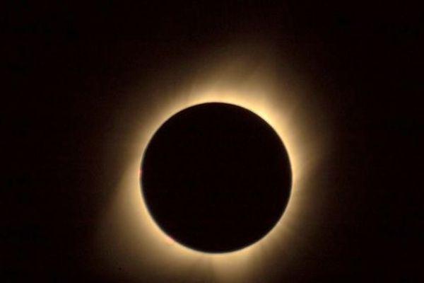 Eclipse partielle du soleil en Polynésie, le 2 juillet