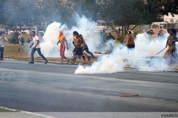 lacrimogènes indiens brésil
