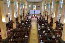 La cathédrale Saint-Sauveur de Cayenne communie avec ses fidéles