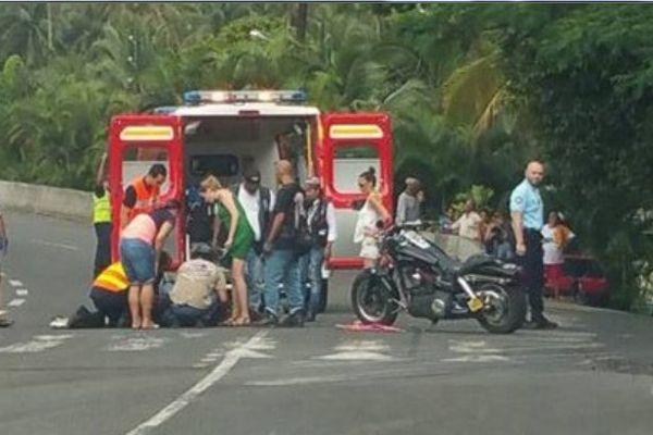 Un biker emboutie par une voiture à Mahaena