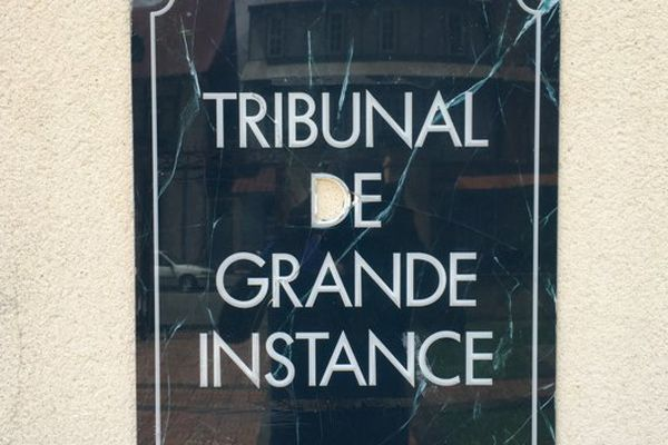 Plaque tribunal de grande instance