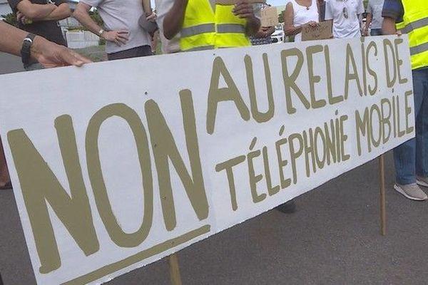 manifestation riverains contre antenne relais téléphonie Plaine Saint-Paul 060419