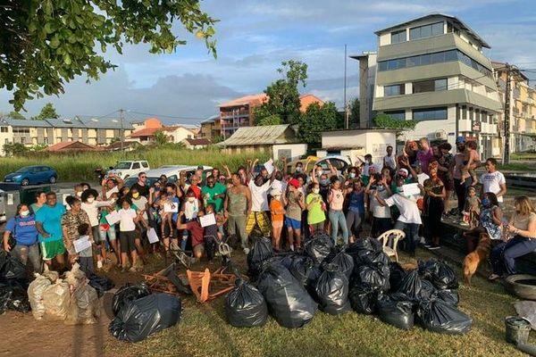 Plage propre à l'Anse Nadau à Cayenne