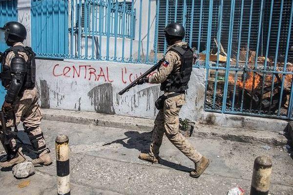 Haïti, la police le 28 octobre 2019 lors d'une manifestation demandant le départ de Jovenel Moïse