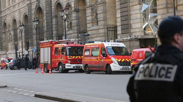 attaque terroriste Louvre
