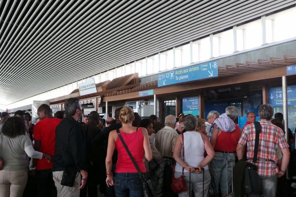 A l'aéroport, la queue