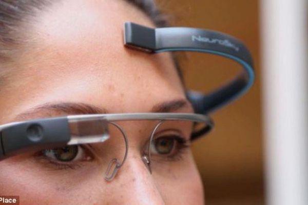 Les premières Google glass pilotées par la pensée !