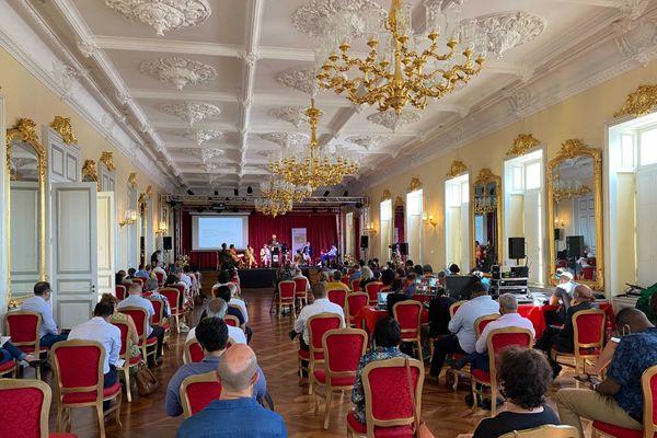 Séminaire régional sur la langue créole