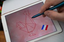 La French Tech est un label français attribué a des pôles reconnus pour leur écosystème de startups, ainsi qu'une marque commune utilisable par les entreprises innovantes françaises. Illustration du logo de la French Tech sur une tablette, un coq. Paris, avril 2020.