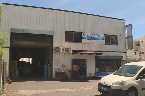 A Saint-Denis, des salariés de l'entreprise Metalder sont en grève depuis le 10 décembre.