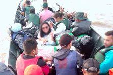 La photo de la pirogue au départ à Oiapoque prise par l'un des passagers.