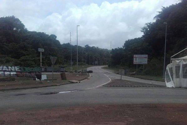 Fin du blocage du rond-point de la Carapa à Kourou.