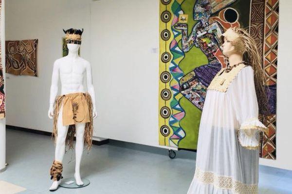 Koné : exposition peinture et couture