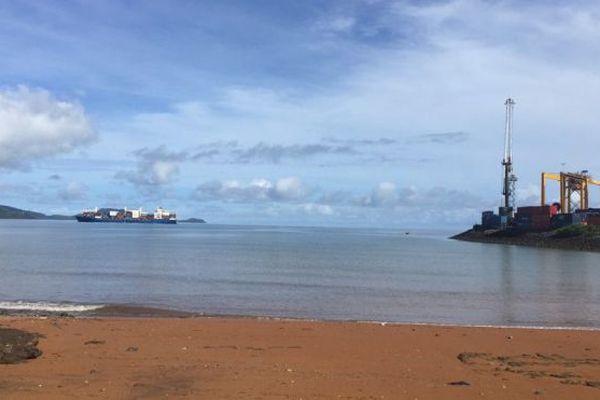 Port de Longoni vu de la plage