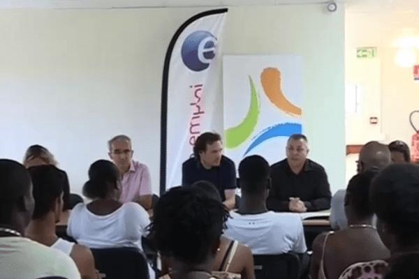 60 jeunes signent un contrat aidé