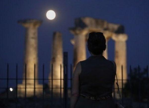 La super Lune au sud-ouest d'Athènes (Grèce)