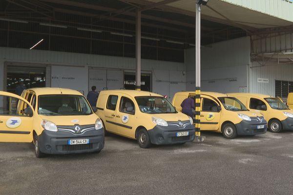 Les véhicules de la poste
