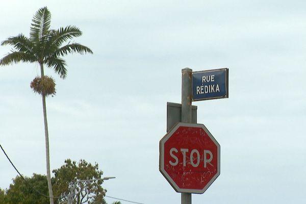 Panneau de la rue Rédika, Ouémo, Nouméa, 2020