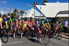 Départ d'une étape du tour cycliste 2018 à Lifou