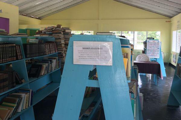 Une bibliothèque à Santa Atarack