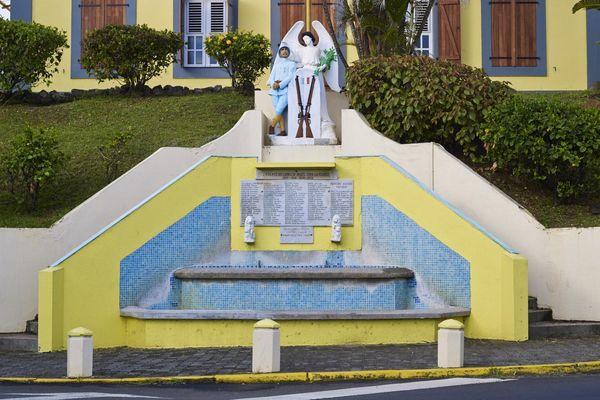 Le monument aux morts du Lorrain : un soldat noir et des petits carreaux bleus