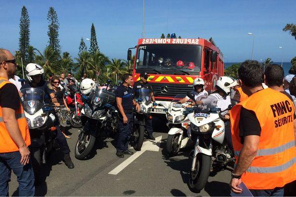 Les motards de la police et les pompiers de Nouméa