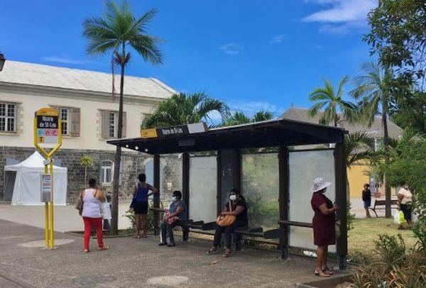 Arrêt de bus St Leu