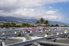 Une centrale photovoltaïque installée sur le toit de l'aéroport Roland Garros.