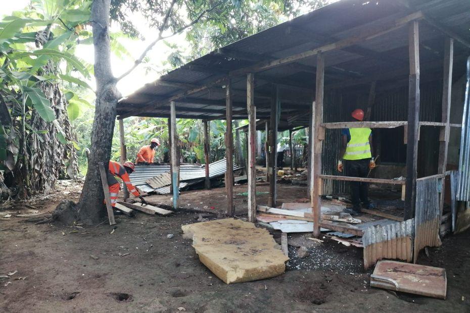 Démolition de bangas installés sur un espace protégé à Ambato, ce n'est que le début - Mayotte la 1ère