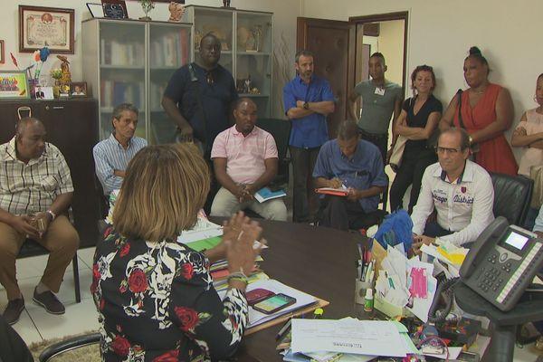 Rencontre entre la maire de Cayenne et les parents de l'école Mont Lucas