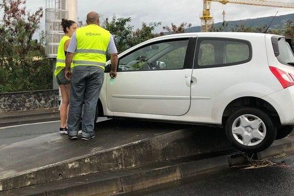Pluie voiture sur terr-plein central Saint-Denis glissade 070119