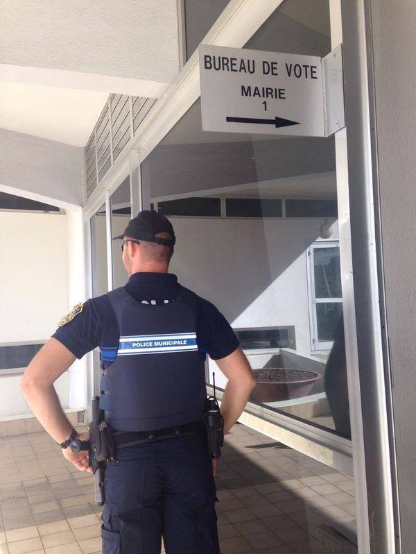 Photo Nouméa bureau de vote hôtel de ville mairie deuxième second tour élection présidentielle (7 mai 2017)
