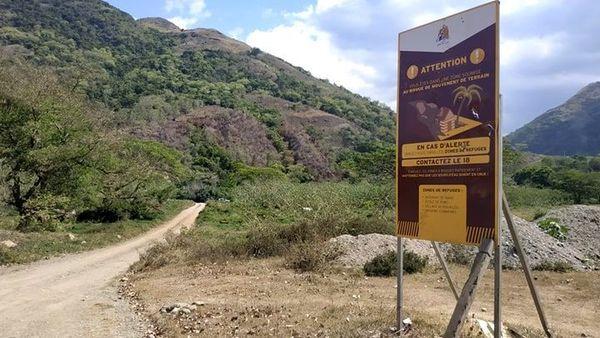 Houaïlou, panneau indiquant les zones de refuge en cas de risque de glissement de terrain