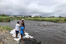 La désolation pour les pêcheurs de bichiques après la crue de la Rivière des Marsouins, mercredi 13 janvier.