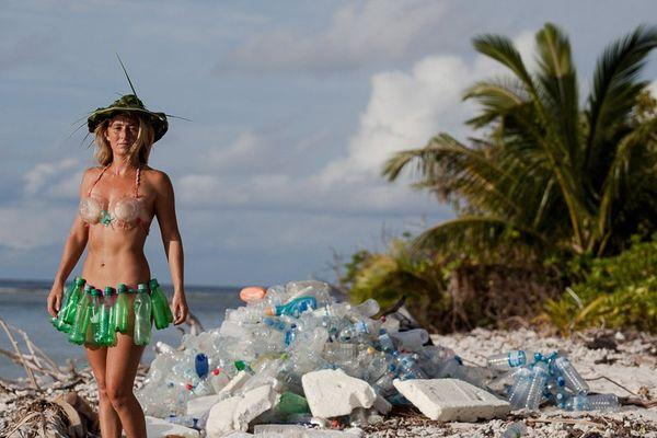 Aux Maldives, derrière les décors de carte postale, s'entassent des tonnes de déchets, Alison Teal en a fait un reportage
