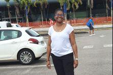 Le sourire de Katia Benth à son arrivée à l'aéroport Félix Eboué