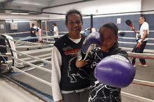 Waiméa Takataï, 12 ans, en compagnie de sa maman Patricia