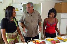 Le laboratoire d'analyse des mangues avec Doralice Jessu (Technicienne) et Murielle Sinatamby (Technicienne).