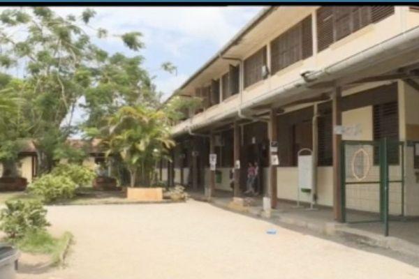 Coronavirus : 2 élèves priés de rester chez eux par mesure de précaution à Saint-Laurent