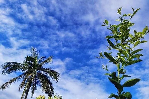 Ciel bleu et nuageux septembre 2020