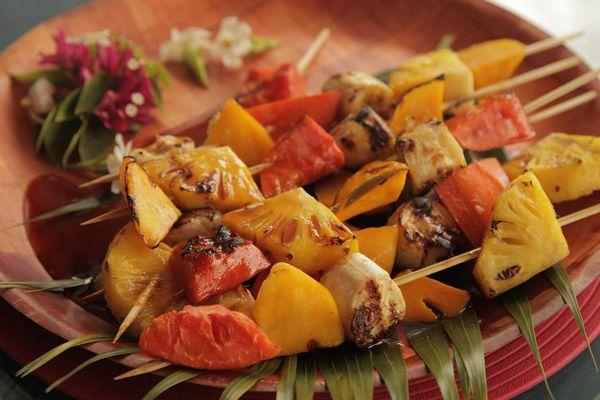 Brochettes de fruits au barbecue et son caramel à l'eau de mer - Fiche recette E aha te ma'a saison 3 n°3
