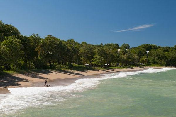 La plage de Deshaies en Guadeloupe